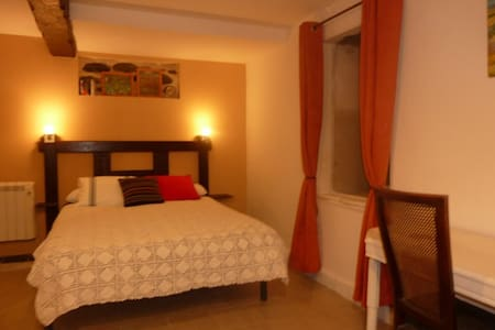 Double room B&B Maison Bergoun - Bed & Breakfast