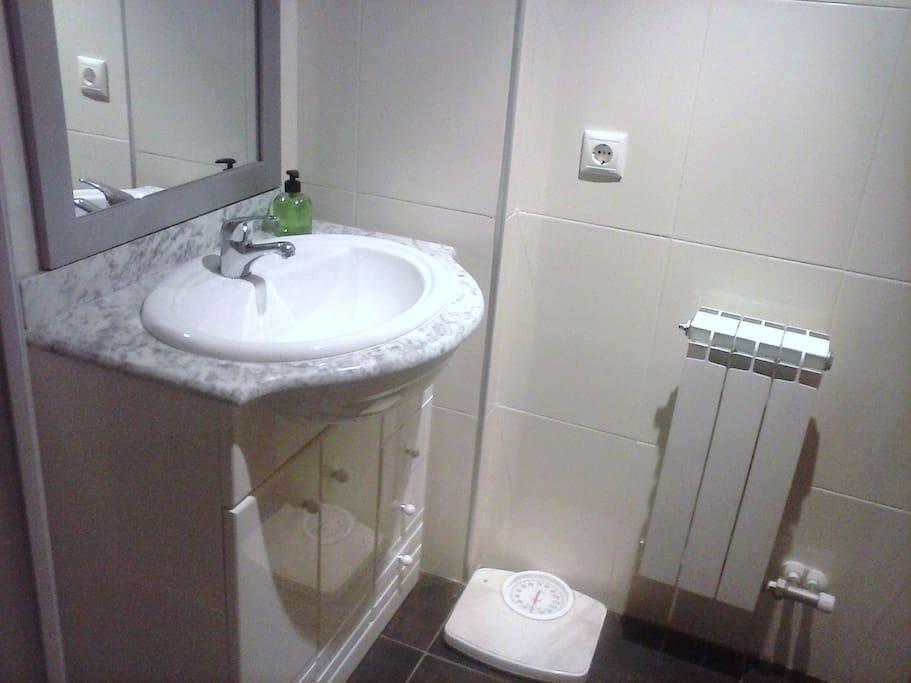 Baño dentro de la habitación