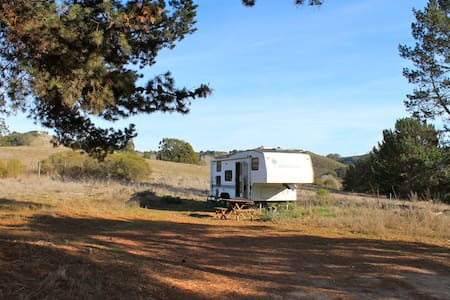 Cozy 5th wheel in Wine Country