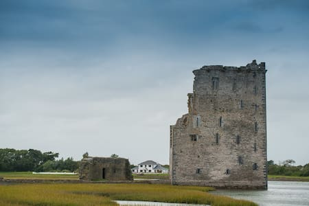 Castle View House - next to Castle! - Ballylongford