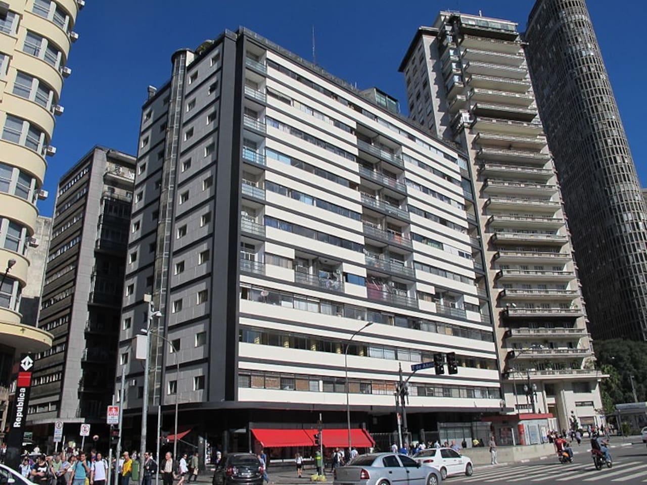 Edificio Esther, taken from Praça da Republica