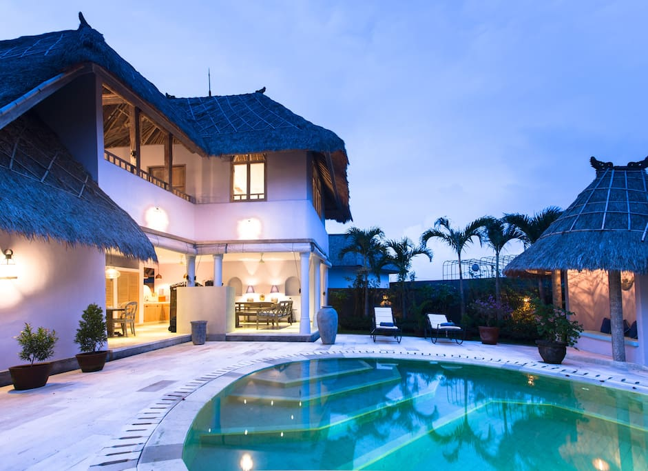 Landscaped gardens and poolside bale.