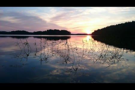 Sandviks Berry Bay Lakeside Retreat - Björnlunda