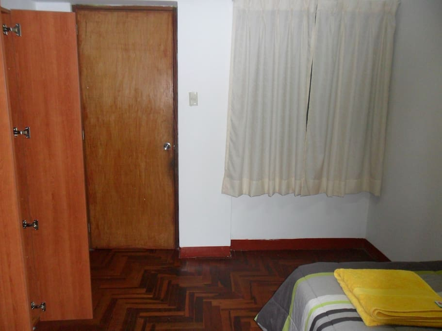 Private Room 15 mins from Airport