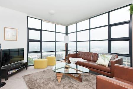 stunning apartment -full city views