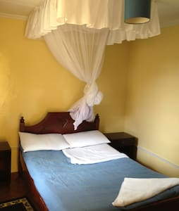 Rooms in charming guest house - Kisumu - Guesthouse