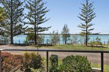 Stunning unit waterfront,Caloundra - Golden Beach - Departamento