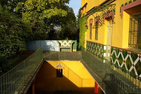 Modern Comfort in Modernist House - Casa