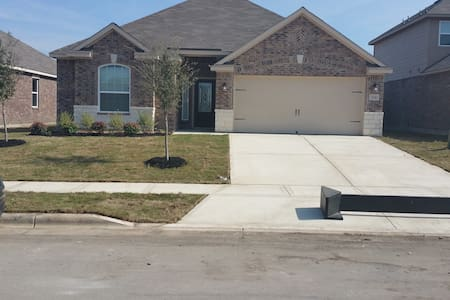 SIngle Room, Queensize bed,own bath - New Braunfels - Casa
