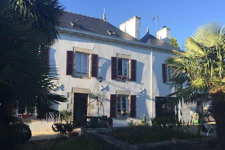 Chambre Privée dans bâtisse du XIX ème siècle - Pleuven - Rumah