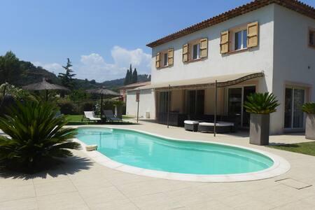 Chambre(s) ds villa avec piscine+terrain de boule - Auribeau-sur-Siagne - Rumah