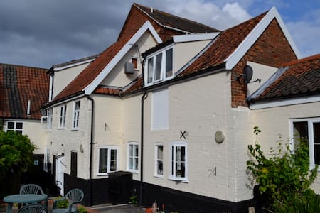 Modern 1st floor Studio in the centre of Wymondham - Apartemen