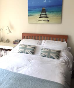 Lovely double room near Wivelsfield Station - Rumah