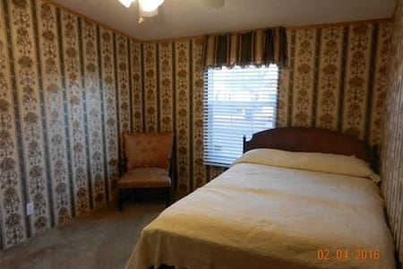 Cozy Room in the Country, Near SIUE - Edwardsville - Casa