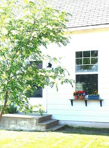 Cozy abode mere steps from the Bay! - Meaford - House