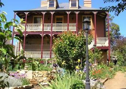 Heritage accommodation with a Queen bed - New Town