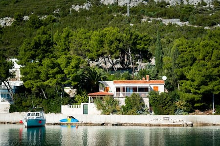 Stone house direct on the sea  - House