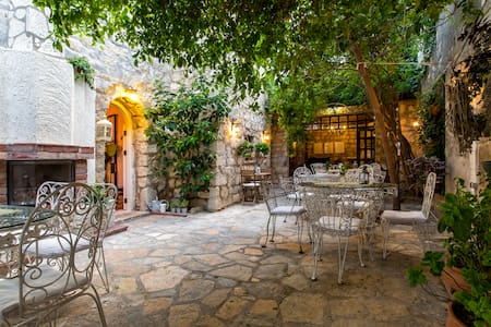 Beautiful stonehouse & garden/ Huzur sizi bekliyor - Bed & Breakfast