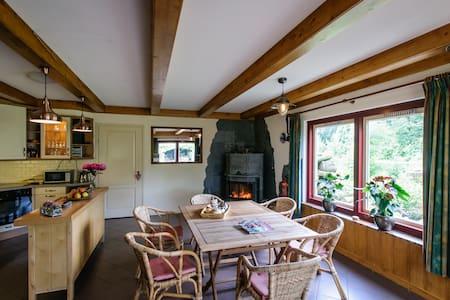 Groepsaccommodatie Vakantie Huis / Sauna / Hot-tub - Hensbroek