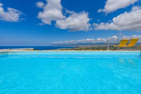 Villa Clara,Fantastic Sea Views - Haus