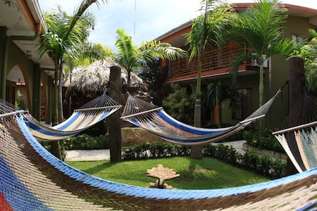 Hostel Backpackers La Fortuna - La Fortuna