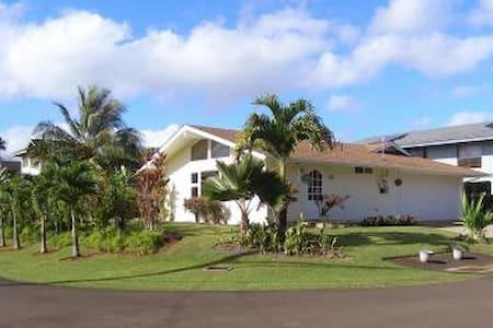 Large Bright Studio on North Shore - Kilauea