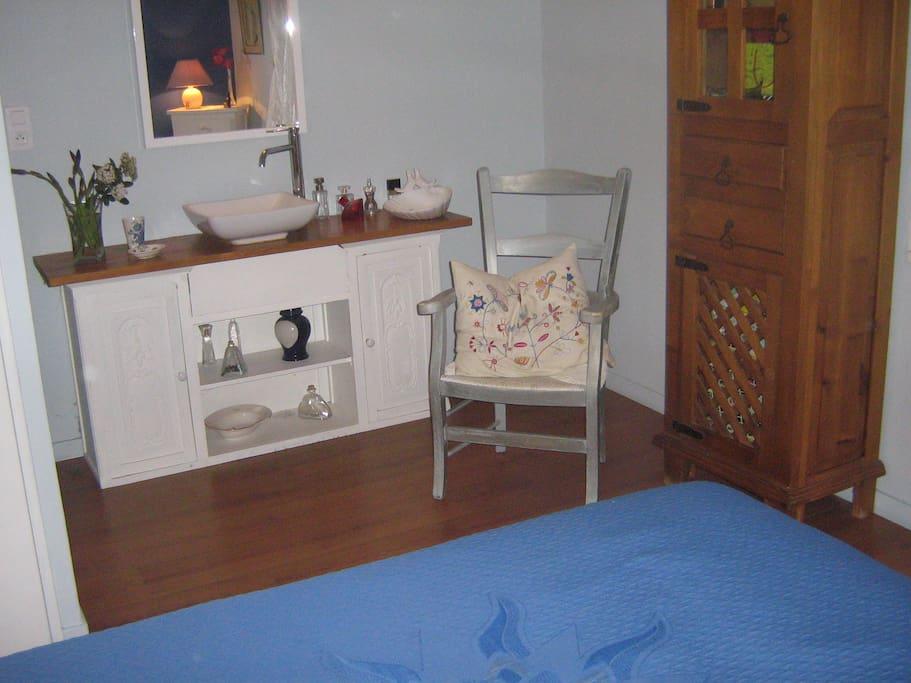 coin lavabo dans chambre de 18 m2