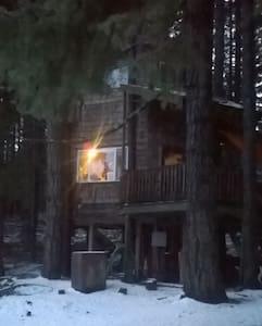 Romantic Mountain Tree House  - White Salmon