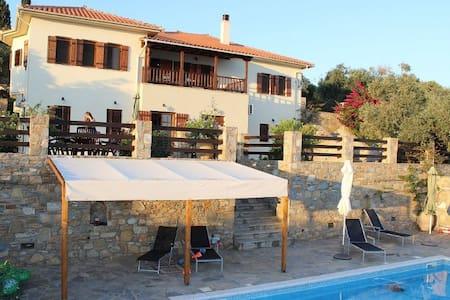 Villa with stunning sea views - Villa