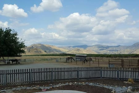 BEAUTIFUL 5 ACRE HORSE RANCH - Ház