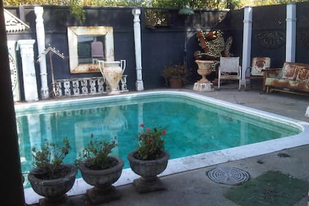 Disgraceland is an estate with rooms to host. The tiki room is one of the themed private rooms, overlooking the pool, tastefully decorated in polynesian style. Comfy clean queen bed and close to venice beach, marina del rey, LAX, freeways, grocery stores. An artists visual retreat.