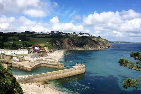 Luxury Beach Front House with Hot Tub & Log Burner - Saint Austell