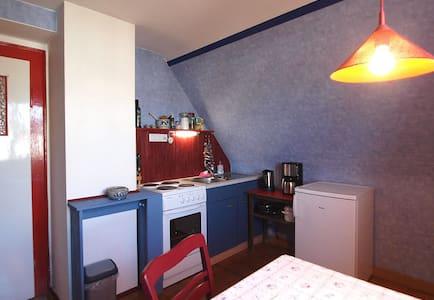 Zimmer mit Küche in Nürnberg-Eibach - Nuremberg - House