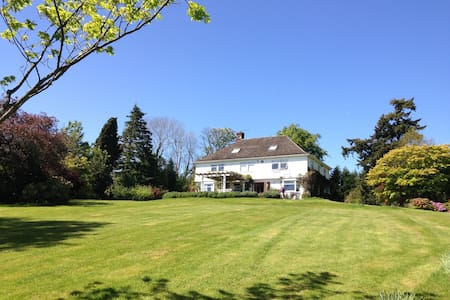 Fab 5-bedroom country home - Huis