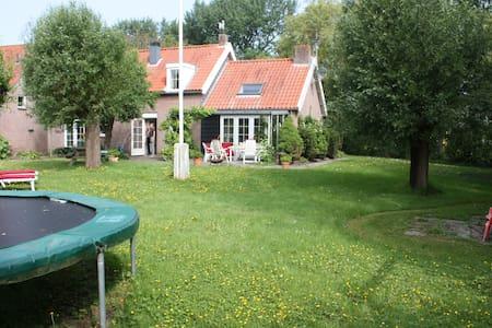 Luxe vakantiehuis met grote tuin bij Domburg - Aagtekerke - Chalet