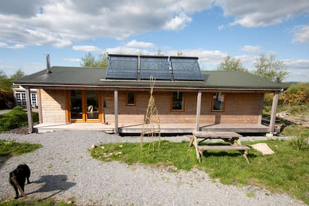 The chalet is warm and comfortable. Pick your own veg and enjoy the nature trail on our 9 acres. We are a short drive from beautiful and interesting sites including mountains ( Magillycuddy reeks) beaches ( Inch, Banna)  and more
