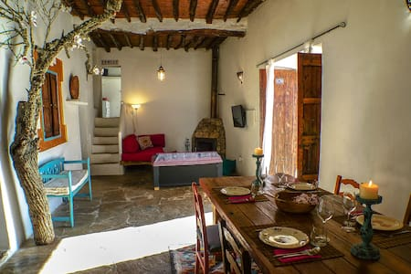 Room Rent in typical ibiza house - Rumah