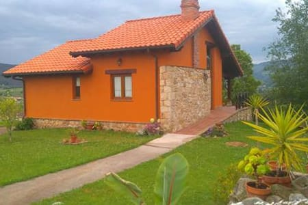 PRECIOSA CASA CON JARDIN - House