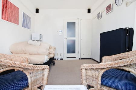Prime location, close to bus&train! - Apartment