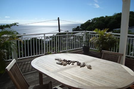 Nice creole guesthouse with views - Huis