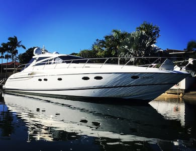 Luxury yacht  Gold coast / Isle of Capri - Il paradiso dei surfisti