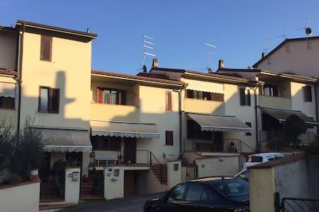 Appartamento Incisa Valdarno - Lägenhet