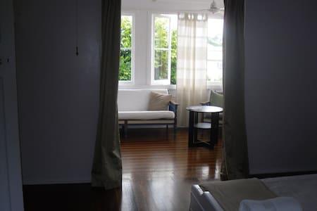Innisfail Short Term Accommodation - East Innisfail - Casa