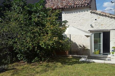 Maison de Charme avec terrasse au cœur du village - Haus