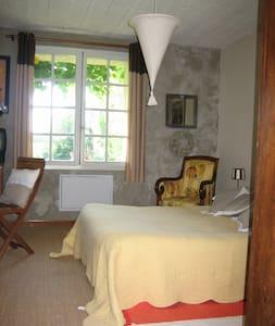 Chambre d'hôte Basilic - Murs - Hus