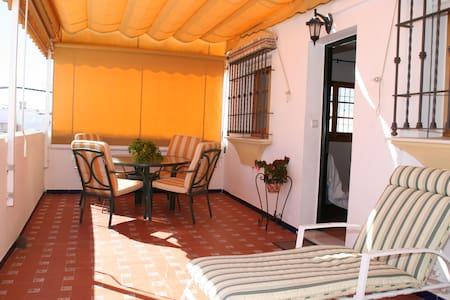 Parking, Wifi, Air conditioning, Terrace, Garden. - Leilighet