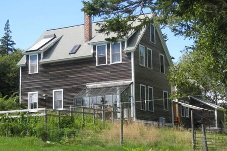 Cove-Side Meadow House - Ház