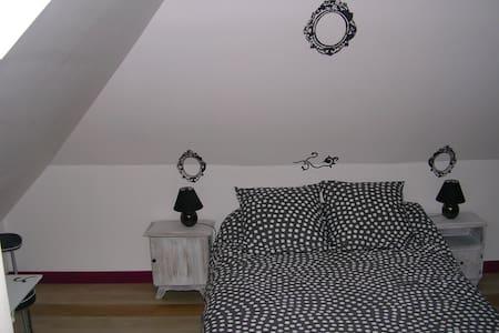 CHEZ PIMLINE Chambre Tancarville - Saint-Aubin-sur-Quillebeuf - Bed & Breakfast