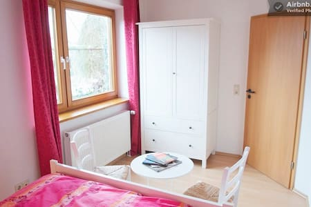 Rosa is a comfy and cosy room in a quiet residential area with excellent access to public transport.
