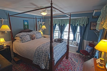 REAL B&B! Jay Peak 1BR Blue Room - Bed & Breakfast